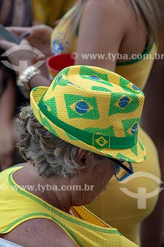 Detalhe de mulher torcendo pela Seleção Brasileira no Boulevard Olímpico durante o jogo entre Brasil x Bélgica pela Copa do Mundo 2018 - jogo em que o Brasil foi eliminado  - Rio de Janeiro - Rio de Janeiro (RJ) - Brasil