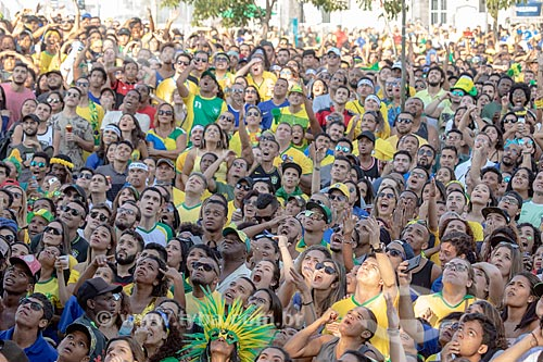 Torcida pela Seleção Brasileira no Boulevard Olímpico durante o jogo entre Brasil x Bélgica pela Copa do Mundo 2018 - jogo em que o Brasil foi eliminado  - Rio de Janeiro - Rio de Janeiro (RJ) - Brasil