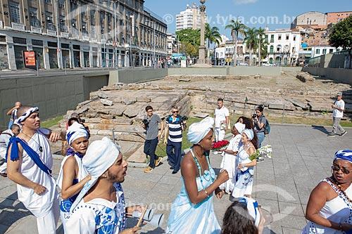 Lavagem do Cais do Valongo e Cais da Imperatriz promovida pelo Afoxé Filhos de Gandhi em celebração do primeiro aniversário do título de Patrimônio Cultural da Humanidade  - Rio de Janeiro - Rio de Janeiro (RJ) - Brasil