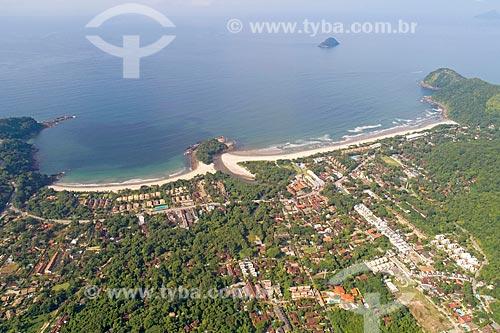 Foto feita com drone da Praia de Camburi - à esquerda - com a Praia de Camburizinho - à direita  - São Sebastião - São Paulo (SP) - Brasil