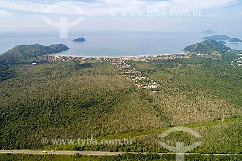 Foto feita com drone da Rodovia Doutor Manuel Hipólito Rego (SP-055) com a Praia da Baleia ao fundo  - São Sebastião - São Paulo (SP) - Brasil