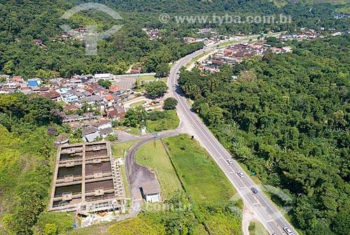 Foto feita com drone da Rodovia Doutor Manuel Hipólito Rego (SP-055) com a Estação de Tratamento de Esgoto de Juqueí  - São Sebastião - São Paulo (SP) - Brasil