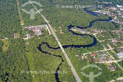 Foto feita com drone de ponte na Rodovia Doutor Manuel Hipólito Rego (SP-055) sobre o Rio Una  - São Sebastião - São Paulo (SP) - Brasil