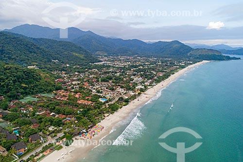 Foto feita com drone da Praia Juquei com o Núcleo São Sebastião do Parque Estadual da Serra do Mar ao fundo  - São Sebastião - São Paulo (SP) - Brasil