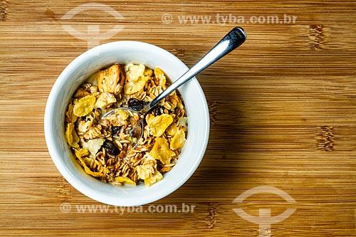 Detalhe de tigela com granola e leite  - Florianópolis - Santa Catarina (SC) - Brasil
