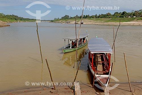Barcos ribeirinhos atracados na divisa entre os Rio Acre e Rio Purus  - Boca do Acre - Amazonas (AM) - Brasil