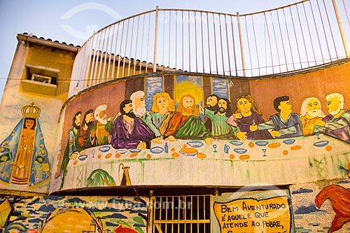 Muro com grafite da Nossa Senhora Aparecida e da Última Ceia na Favela do Jacarezinho  - Rio de Janeiro - Rio de Janeiro (RJ) - Brasil
