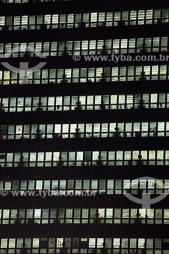 Vista do edifício sede do Banco Nacional de Desenvolvimento Econômico e Social (BNDES) à noite  - Rio de Janeiro - Rio de Janeiro (RJ) - Brasil