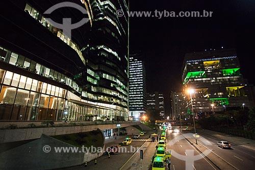 Vista do prédios na Avenida República do Chile à noite  - Rio de Janeiro - Rio de Janeiro (RJ) - Brasil