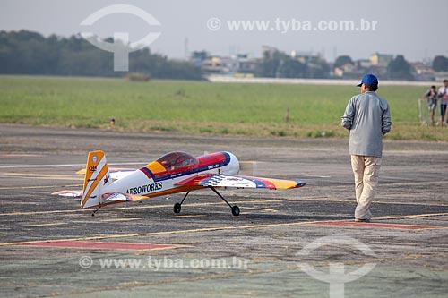 Réplica do YAK-54 da Aeroworks - aeromodelismo - na Base Aérea dos Afonsos durante a comemoração dos 145 anos do nascimento de Santos Dumont  - Rio de Janeiro - Rio de Janeiro (RJ) - Brasil
