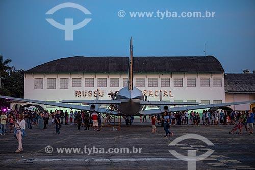 Avião em frente ao Museu Aeroespacial (1976) na Base Aérea dos Afonsos durante a comemoração dos 145 anos do nascimento de Santos Dumont  - Rio de Janeiro - Rio de Janeiro (RJ) - Brasil