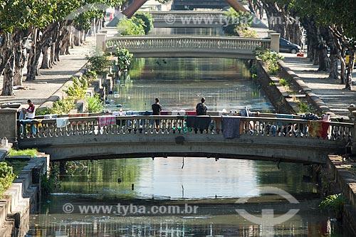 Moradores de rua ocupando o Canal do Mangue em meio às pistas da Avenida Presidente Vargas  - Rio de Janeiro - Rio de Janeiro (RJ) - Brasil