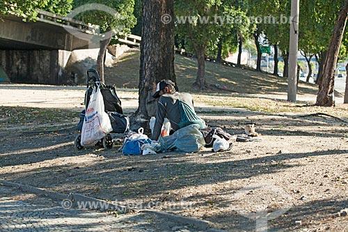 Morador de rua ocupando parte da Avenida Presidente Vargas  - Rio de Janeiro - Rio de Janeiro (RJ) - Brasil