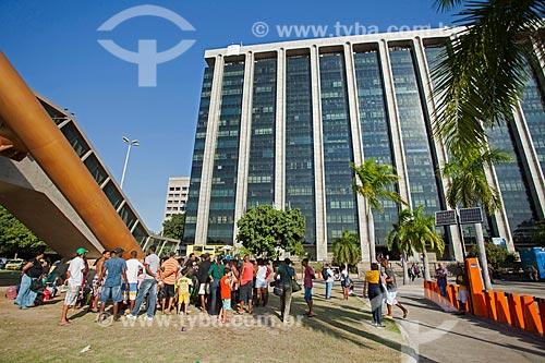 Manifestantes em frente à Prefeitura da cidade do Rio de Janeiro  - Rio de Janeiro - Rio de Janeiro (RJ) - Brasil