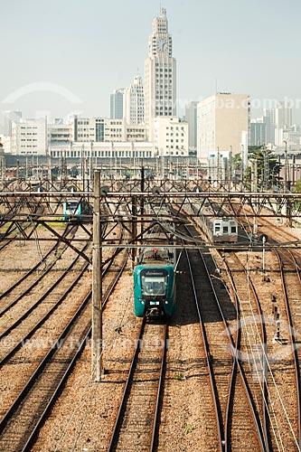 Vista de trecho da estrada de ferro da Supervia - concessionária de serviços de transporte ferroviário - com a Estação Ferroviária Central do Brasil ao fundo  - Rio de Janeiro - Rio de Janeiro (RJ) - Brasil