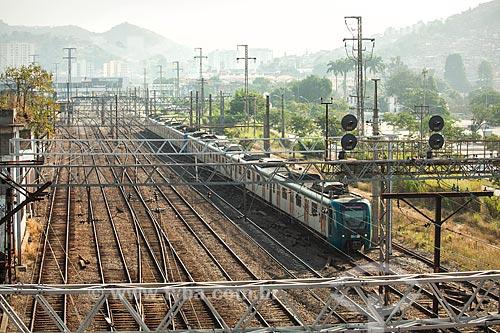 Vista de trecho da estrada de ferro da Supervia - concessionária de serviços de transporte ferroviário - próximo ao Maracanã  - Rio de Janeiro - Rio de Janeiro (RJ) - Brasil