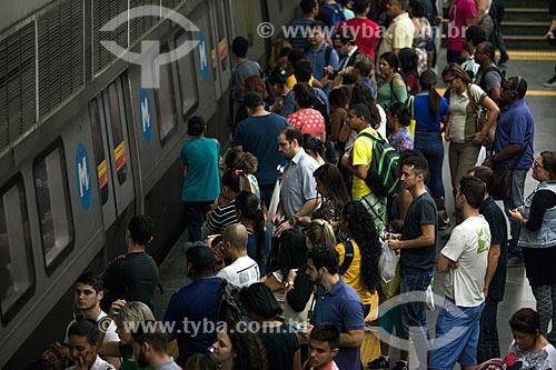 Passageiros embarcando na Estação Central do Brasil do Metrô Rio  - Rio de Janeiro - Rio de Janeiro (RJ) - Brasil