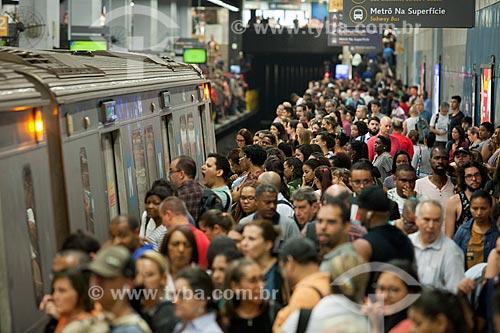Passageiros na Estação Botafogo do Metrô Rio  - Rio de Janeiro - Rio de Janeiro (RJ) - Brasil