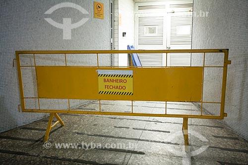 Banheiro fechado para manutenção na Estação Botafogo do Metrô Rio  - Rio de Janeiro - Rio de Janeiro (RJ) - Brasil