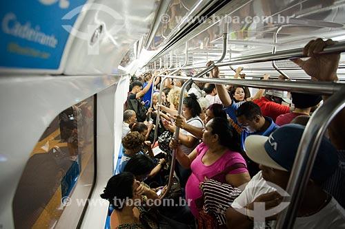 Interior de metrô durante o horário de pico  - Rio de Janeiro - Rio de Janeiro (RJ) - Brasil