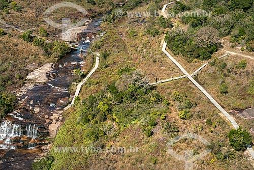 Foto aérea do Rio do Lajeado de Pedra e trilha no Parque Estadual do Guartelá  - Tibagi - Paraná (PR) - Brasil