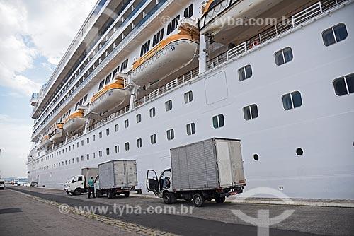 Navio de cruzeiro sendo abastecido de suprimentos no Píer Mauá  - Rio de Janeiro - Rio de Janeiro (RJ) - Brasil