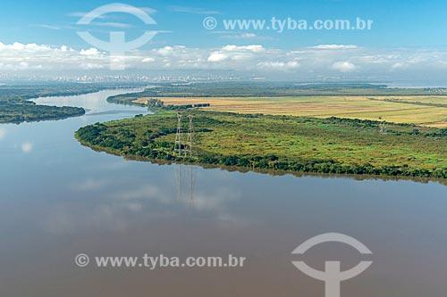 Rio Jacuí com a cidade de Porto Alegre ao fundo  - Eldorado do Sul - Rio Grande do Sul (RS) - Brasil