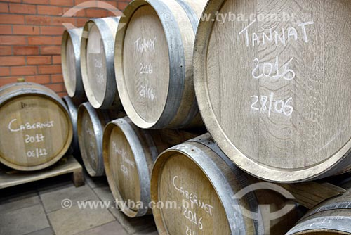 Barril de carvalho para fermentação de vinho na Vinícola Torcello  - Bento Gonçalves - Rio Grande do Sul (RS) - Brasil