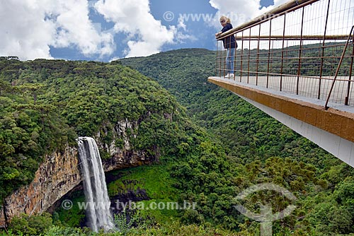 Vista da Cascata do Caracol e mirante no Parque Estadual do Caracol  - Canela - Rio Grande do Sul (RS) - Brasil