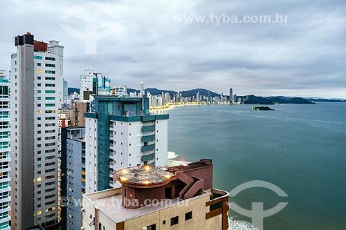 Vista de edifícios na orla da Praia Central durante o entardecer  - Balneário Camboriú - Santa Catarina (SC) - Brasil
