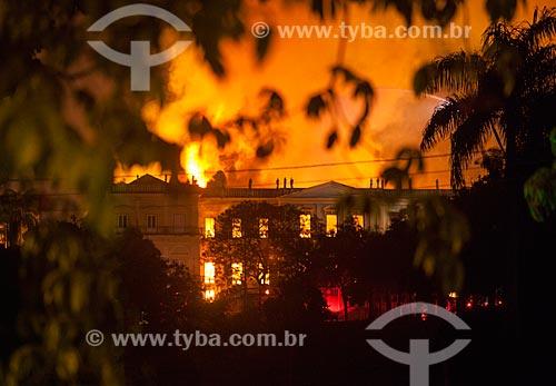 Museu Nacional - antigo Paço de São Cristóvão - durante o incêndio de grandes proporções que destruiu quase a totalidade do acervo histórico  - Rio de Janeiro - Rio de Janeiro - Brasil