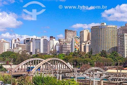 Vista do Viaduto de Santa Tereza (1929) com prédios do centro de Belo Horizonte ao fundo  - Belo Horizonte - Minas Gerais (MG) - Brasil