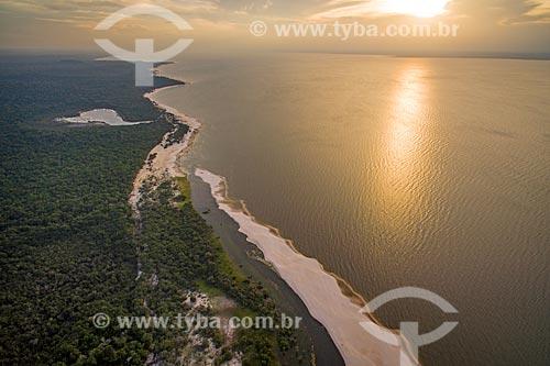 Foto aérea do pôr do sol na orla do Rio Tapajós - Floresta Nacional do Tapajós  - Santarém - Pará (PA) - Brasil