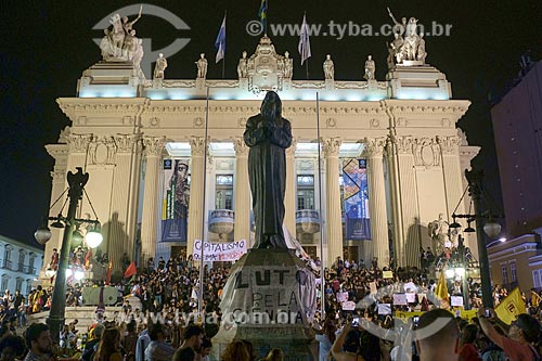 Manifestação em frente à Assembleia Legislativa do Estado do Rio de Janeiro (ALERJ) após o incêndio de grandes proporções no Museu Nacional - antigo Paço de São Cristóvão  - Rio de Janeiro - Rio de Janeiro (RJ) - Brasil