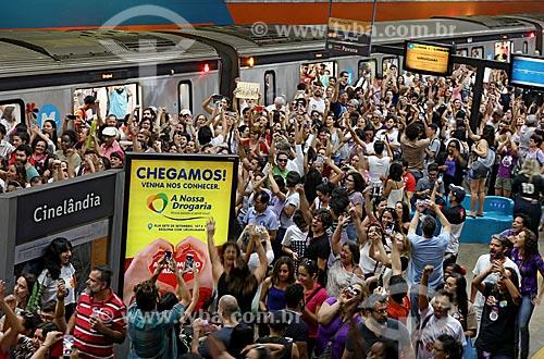 Manifestante na Estação Cinelândia do Metrô Rio após a manifestação #EleNão contra o candidato à presidência Jair Bolsonaro  - Rio de Janeiro - Rio de Janeiro (RJ) - Brasil