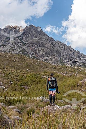 Vista do Pico das Agulhas Negras a partir da trilha da Pedra do Altar no Parque Nacional de Itatiaia  - Itatiaia - Rio de Janeiro (RJ) - Brasil