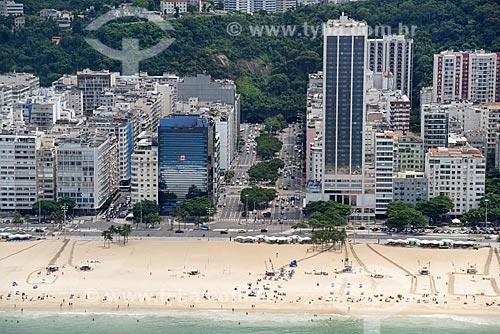 Foto aérea da esquina da Avenida Atlântica com a Avenida Princesa Isabel na orla da Praia de Copacabana  - Rio de Janeiro - Rio de Janeiro (RJ) - Brasil
