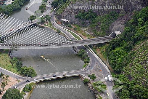 Foto aérea do Ponte estaiada na linha 4 do Metrô Rio sobre o Canal da Joatinga  - Rio de Janeiro - Rio de Janeiro (RJ) - Brasil