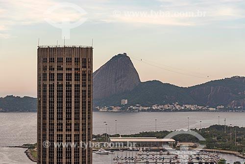 Vista de Edifício Santos Dumont (1975) com o Pão de Açúcar ao fundo  - Rio de Janeiro - Rio de Janeiro (RJ) - Brasil