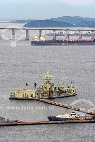 Vista da Ilha Fiscal com a Ponte Rio-Niterói (1974) ao fundo  - Rio de Janeiro - Rio de Janeiro (RJ) - Brasil