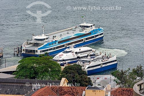 Vista de cima da Estação Hidroviária da Praça XV com barcas que fazem a travessia entre Rio de Janeiro e Niterói  - Rio de Janeiro - Rio de Janeiro (RJ) - Brasil
