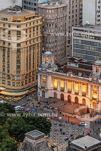 Vista de cima do Bar Amarelinho e o Palácio Pedro Ernesto (1923) - sede da Câmara Municipal do Rio de Janeiro - durante o pôr do sol  - Rio de Janeiro - Rio de Janeiro (RJ) - Brasil