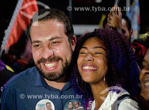 Guilherme Boulos - candidato à presidência pelo Partido Socialismo e Liberdade (PSOL) - durante caminhada em Duque de Caxias  - Duque de Caxias - Rio de Janeiro (RJ) - Brasil