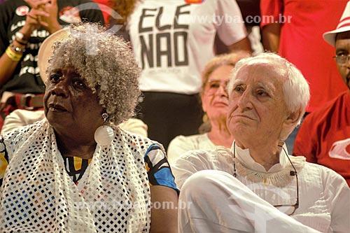Conceição Evaristo e Zé Celso durante comício da campanha de Fernando Haddad à presidência pelo Partido dos Trabalhadores (PT) na Cinelândia  - Rio de Janeiro - Rio de Janeiro (RJ) - Brasil