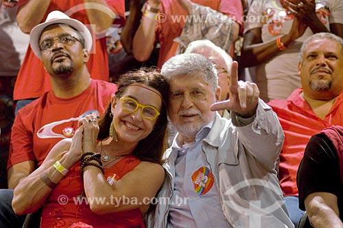 Lucélia Santos e Celso Amorim durante comício da campanha de Fernando Haddad à presidência pelo Partido dos Trabalhadores (PT) na Cinelândia  - Rio de Janeiro - Rio de Janeiro (RJ) - Brasil