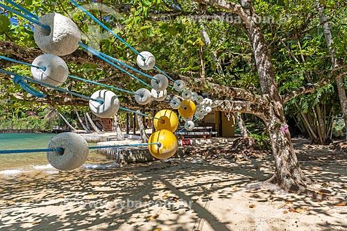 Detalhe de bóias de pesca em praia na orla da Baía de Ilha Grande  - Angra dos Reis - Rio de Janeiro (RJ) - Brasil
