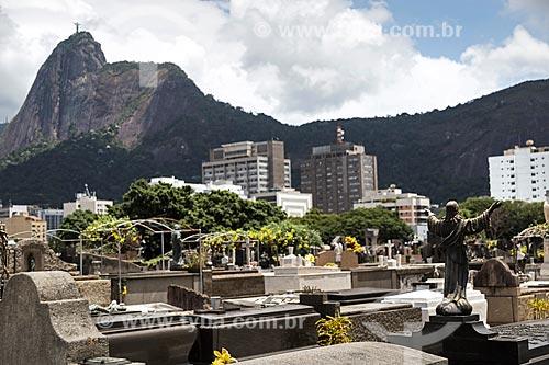 Vista do Cemitério São João Batista com o Cristo Redentor ao fundo  - Rio de Janeiro - Rio de Janeiro (RJ) - Brasil