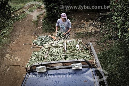 Caminhonete transportando caixas de hortaliças na zona rural do distrito de Campo do Coelho  - Nova Friburgo - Rio de Janeiro (RJ) - Brasil