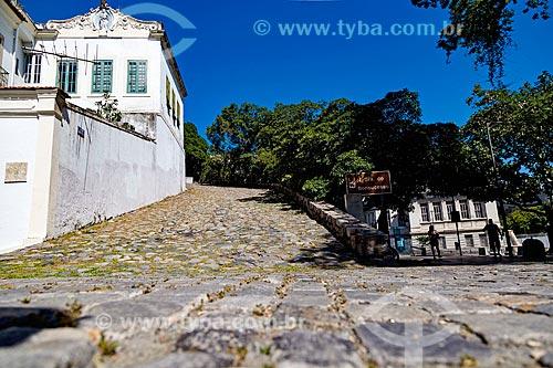 Vista da Ladeira da Misericórdia com a Igreja de Nossa Senhora do Bonsucesso (1780) à esquerda  - Rio de Janeiro - Rio de Janeiro (RJ) - Brasil
