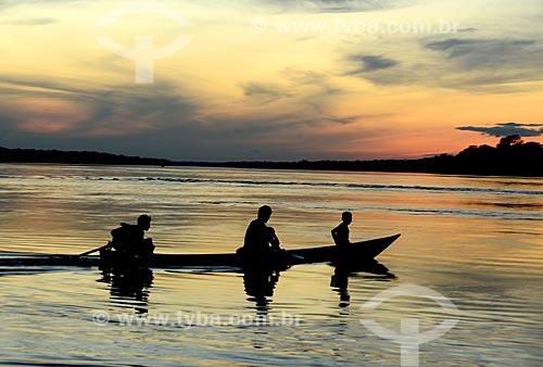 Lancha no Rio Negro durante o pôr do sol  - Amazonas (AM) - Brasil